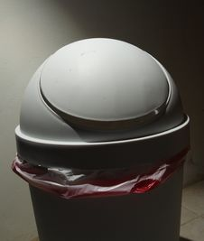 Free Garbage Bin Stock Images - 5772324