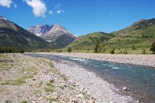 Free River And Mountains Royalty Free Stock Images - 5774959