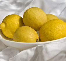 Bowl Of Lemons Royalty Free Stock Images