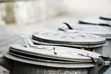 Free Dust Bins Royalty Free Stock Images - 5788799