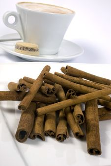 Free Coffee Cup And Cinnamon Sticks Royalty Free Stock Images - 5796059