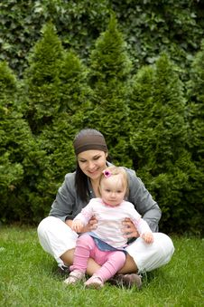 Free Mother And Daughter Royalty Free Stock Photo - 5797665