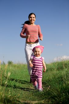 Free Mother And Daughter Royalty Free Stock Photos - 5797718