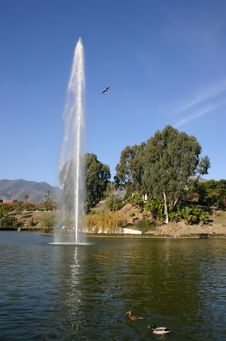 Free Large Fountain In A Lake Stock Images - 581204