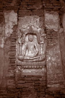 Free Buddha Carvings On Wall Stock Images - 581354