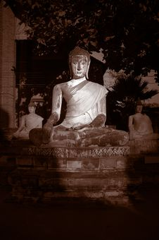 Free Seated Buddha Royalty Free Stock Photos - 581398