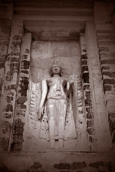 Free Buddha Carving On Wall Stock Image - 581401