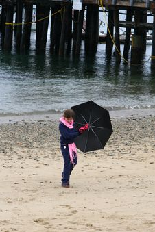 Free Umbrella Girl Royalty Free Stock Images - 583129