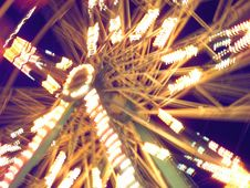 Free Spinning Blurred Ferris Wheel Stock Images - 589884