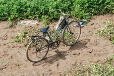 Free Old Bicycle In The Dirt Royalty Free Stock Image - 5800636