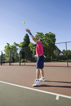 Man On Tennis Court Playing Tennis - Vertical Royalty Free Stock Photography