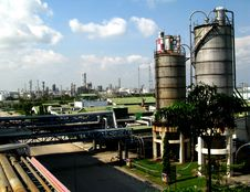Free Petrochemical City Royalty Free Stock Photos - 5806178