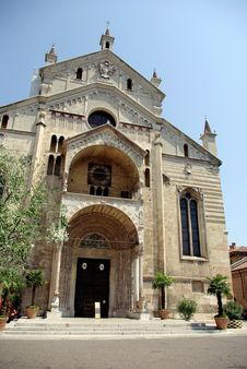 Free Old Church, Verona, Italy Royalty Free Stock Images - 5807439