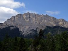 Free Yamnuska Royalty Free Stock Photo - 5811235