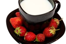 Free Black Cup Of Milk And Strawberries Stock Image - 5811441