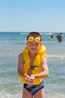 Free Boy At The Sea Royalty Free Stock Image - 5813906