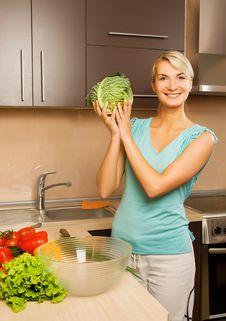 Free Woman Making Vegetarian Salad Stock Photo - 5814280