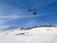 Free Snowboarders Under Cable Road Royalty Free Stock Photos - 5814668