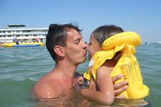 Free Happy Father And Son Swimming Royalty Free Stock Photography - 5819047