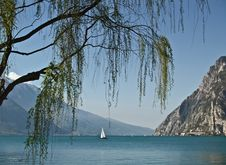 Free Relaxing Garda Lake Stock Photography - 5819562