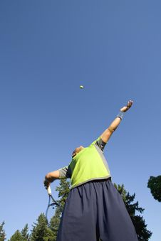 Free Man On Tennis Court Serving Tennis Ball Stock Photo - 5829710
