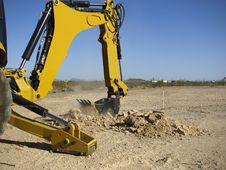 Free Steam Shovel Digging In The Ground - Horizontal Royalty Free Stock Images - 5829789