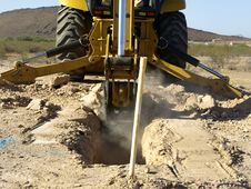 Free Steam Shovel Digging In The Ground - Horizontal Royalty Free Stock Images - 5829819