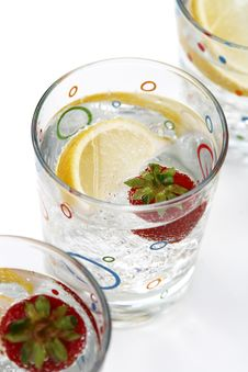 Free Summer Drinks Water Lemon Strawberry Ice Royalty Free Stock Image - 5830916