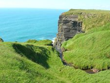 Free Green Grass On Cliff Stock Images - 5832534
