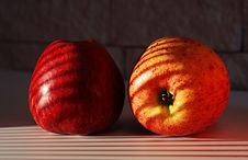 Free Two Apples Royalty Free Stock Images - 5838119