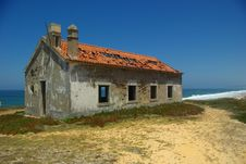 Free Abandoned Hut. Stock Image - 5840891