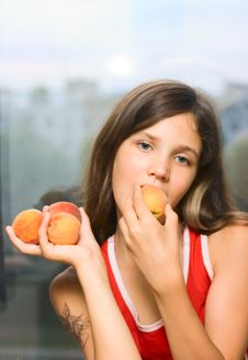 Free Beauty Girl Eating Fruit Royalty Free Stock Image - 5841436