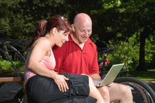 Free Couple On Park Bench With Laptop - Horizontal Royalty Free Stock Photos - 5842188