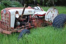 Free Old Tractor Stock Images - 5842994