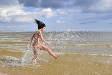 Free Naked Girl Running On The Beach Royalty Free Stock Images - 5843009