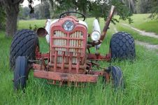 Free Old Abandoned Tractor Stock Image - 5843101