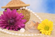 Free Flowers And Jewelry Royalty Free Stock Photos - 5843788