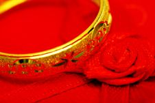 Free Golden Ring And Red Rose Ribbon Royalty Free Stock Images - 5846009