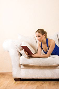 Free Woman Is Reading On A Lounge Stock Photos - 5846013