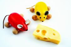 Free Two Mice With Cheese Royalty Free Stock Images - 5846879