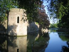 Free Castle Wall Reflected In Moat Royalty Free Stock Photos - 5849278