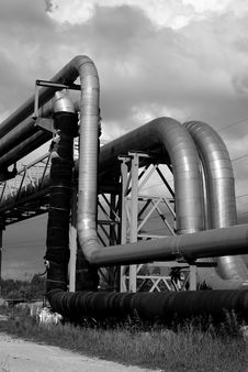 Free Industrial Pipelines On Pipe-bridge Against Sky Bw Stock Photos - 5849803