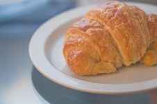 Free Morning Croissant Sleek Clean Feel Royalty Free Stock Photography - 5849897