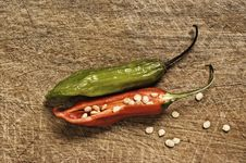 Free Two Chili Peppers. Stock Photo - 5858650