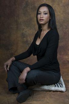 Free Simone Sitting Side Smiling Royalty Free Stock Photography - 5861527