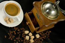 Free Nostalgic Coffee Mill And Coffee Cup Stock Photography - 5864632