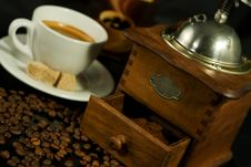 Free Nostalgic Coffee Mill And Coff Stock Photography - 5864642