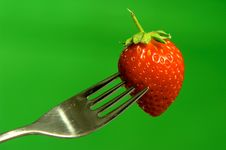 Free Silver Fork With Fresh Red Strawberry Royalty Free Stock Photo - 5865935