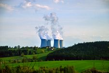 Free Nuclear Power Plant 8 Royalty Free Stock Image - 5869196