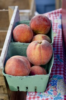 Free Peaches Royalty Free Stock Images - 5870809
